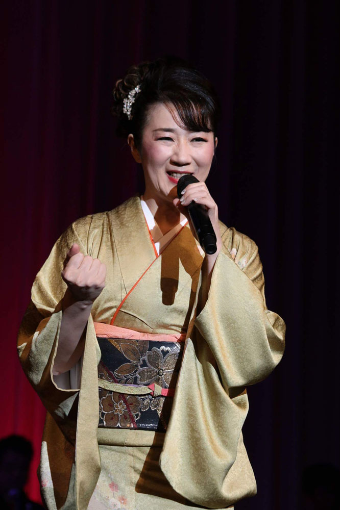 入山アキ子