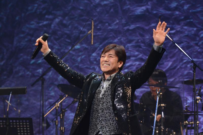 野口五郎、45周年ライブで早見優・板野友美とニューアルバムの