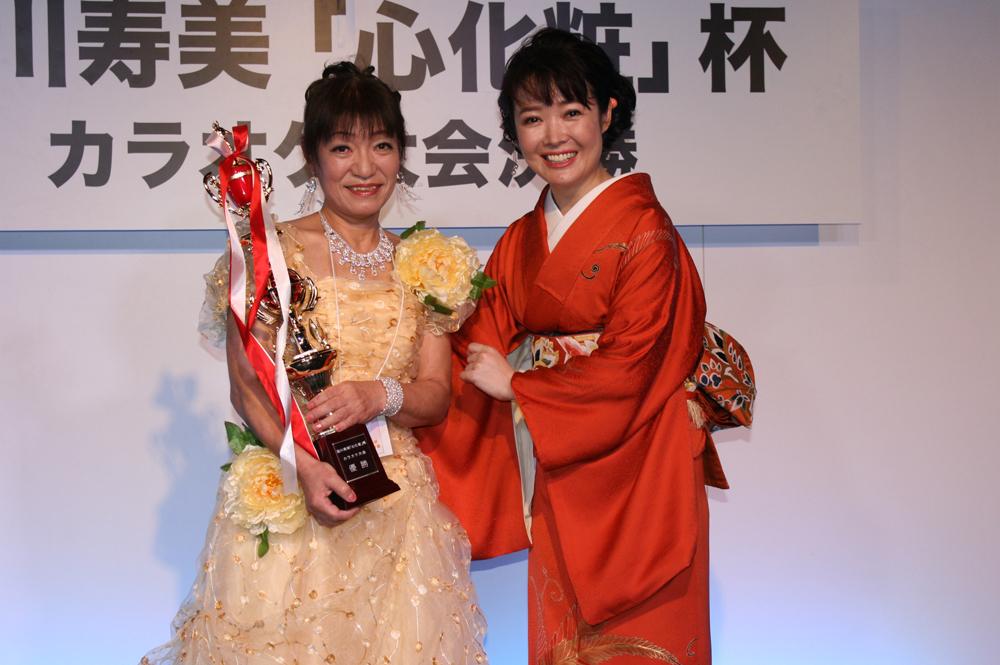 田川寿美、最新曲『心化粧』杯カラオケ大会を開催