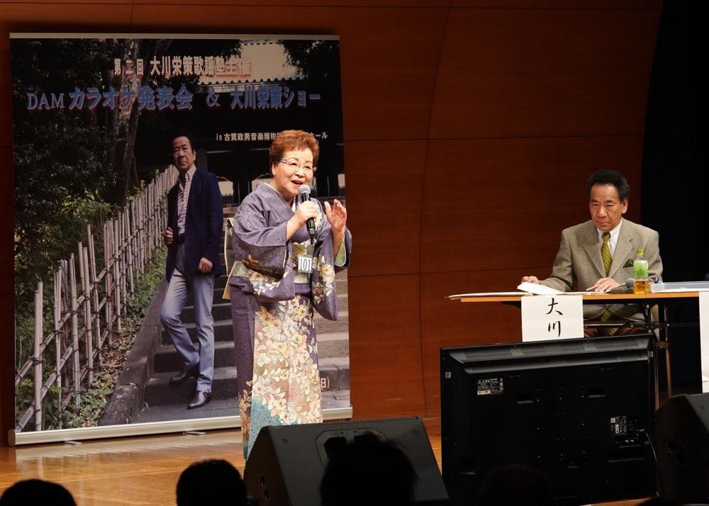 大川栄策「大川栄策歌謡塾」主催によるカラオケ発表会、歌唱指導も披露