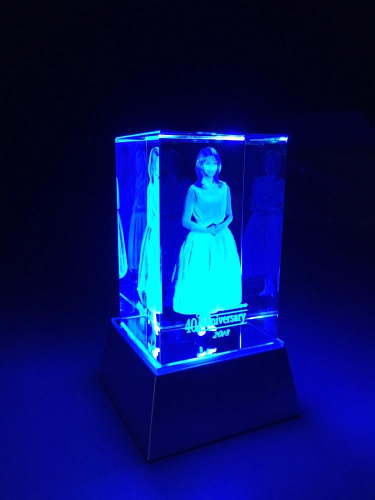 """石川ひとみ、デビュー40周年記念""""3Dクリスタルフィギュア""""発売&記念コンサート開催"""