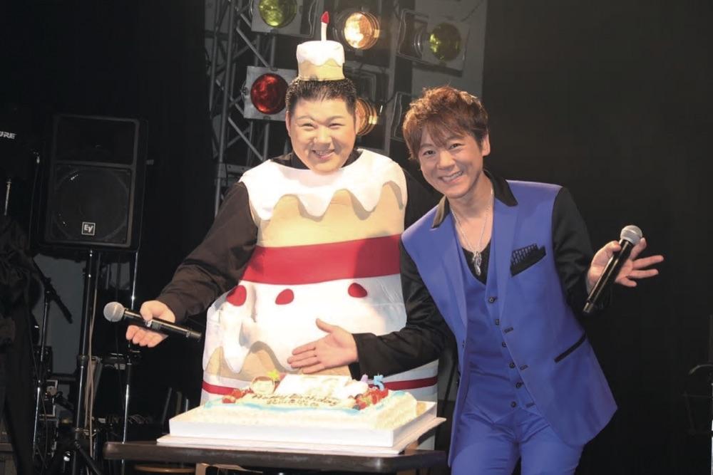 北山たけし、恒例のバースデイライブに大江裕もケーキ姿でお祝い