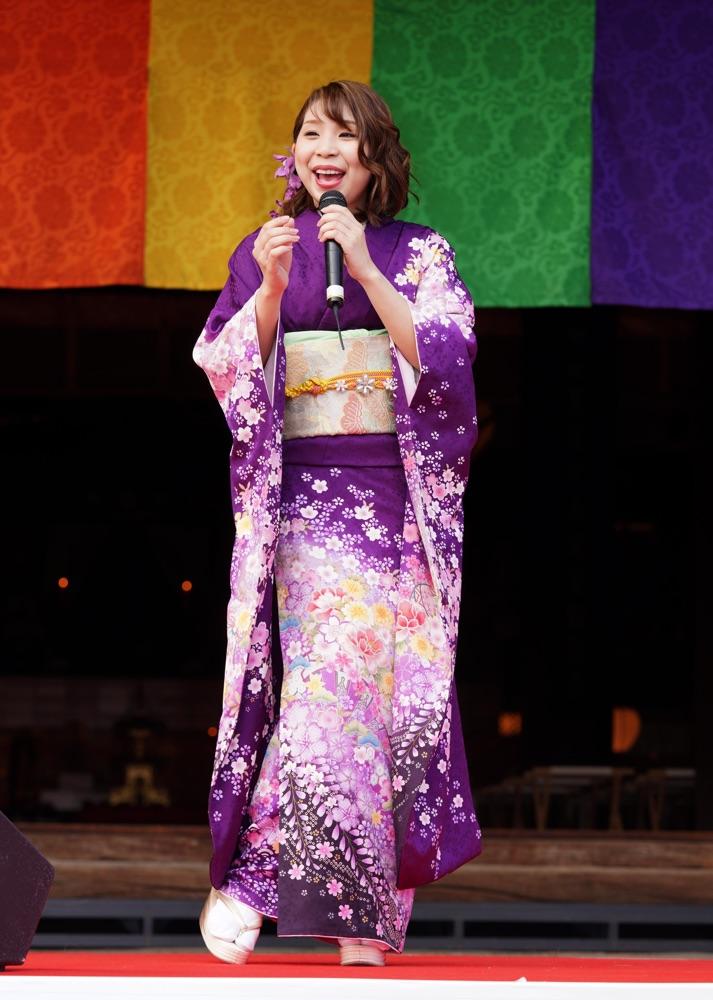 福田こうへい&水城なつみ、護国寺で豆まき&ミニライブで新曲披露