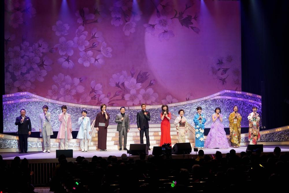 長良グループ<夜桜演歌まつり>で山川豊、田川寿美、水森かおり、氷川きよしら11組競演