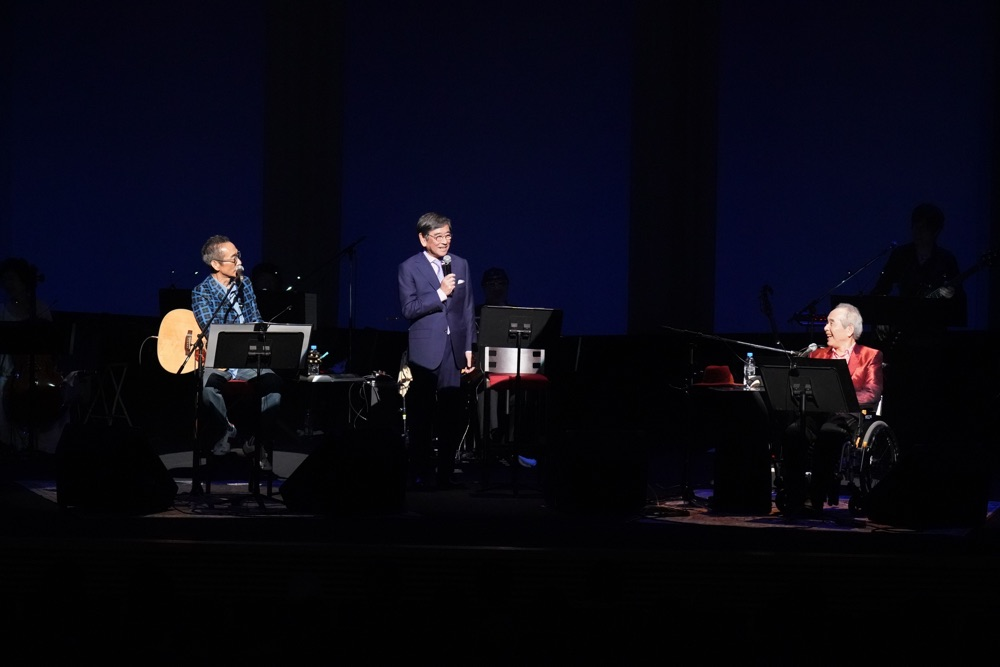 ビリー・バンバン50周年記念コンサートに浜口庫之助夫人、せんだみつお、石坂浩二ら