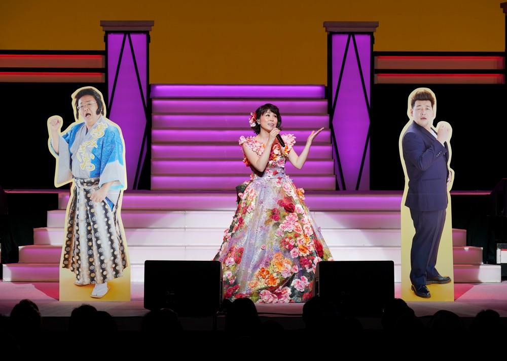 水森かおり、御園座座長公演の千穐楽でサンドウィッチマンとのデュエット曲初披露