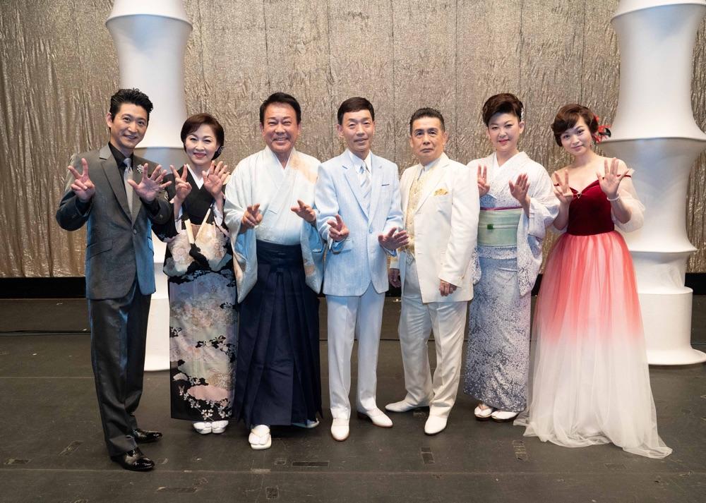 渥美二郎主宰「人仁の会」で角川博、走裕介ら7組共演、東京五輪の年のヒット曲など熱唱