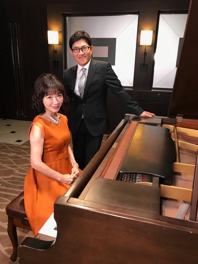 平松愛理、30周年記念「部屋とYシャツと私」続編ミュージックビデオに薬丸裕英