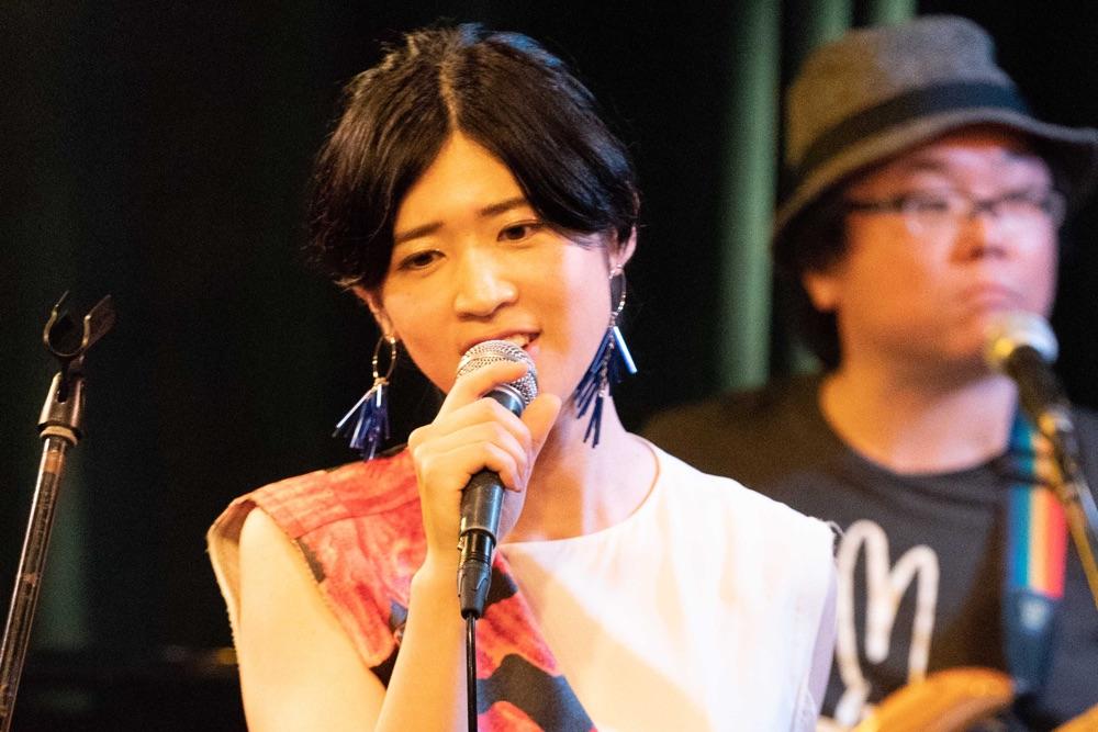伊藤美裕、1stアルバム『AWAKE』発売記念ライブ「覚悟をもって表現する」