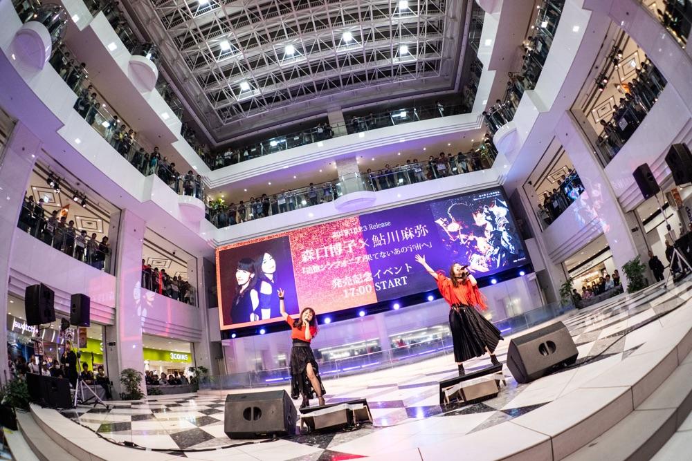 森口博子と鮎川麻弥が初コラボ曲発売記念イベント、2人で50代ロックを熱く歌唱