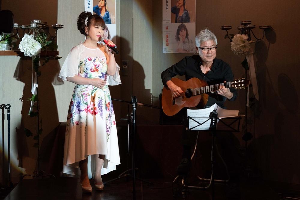 アジアの歌姫・亜留辺が20周年記念感謝ライブ、歌手仲間の福田みのるがお祝い