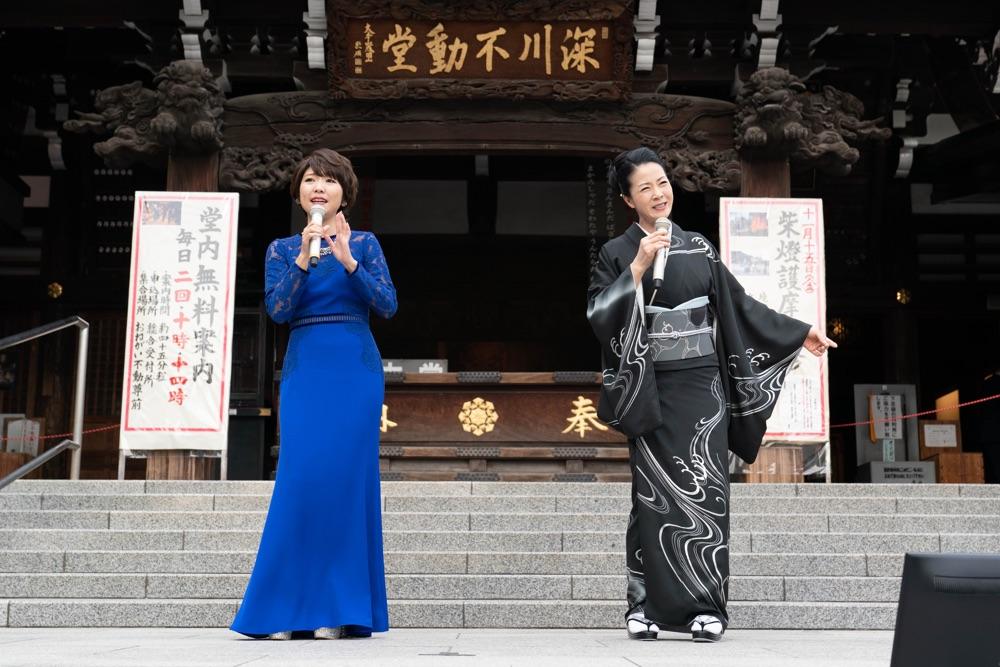 坂本冬美と森山愛子が深川不動堂で新曲ヒット祈願&フリーライブ
