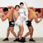 中村美律子、新曲発売イベントで筋肉美3人にお姫様だっこ