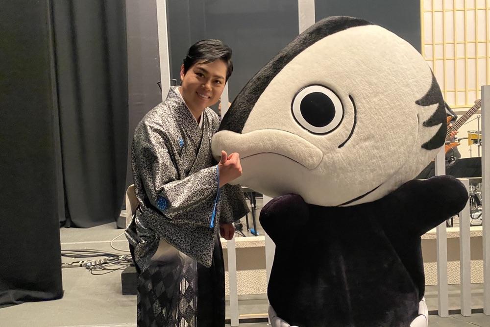 三山ひろしが新歌舞伎座・特別公演スタート、初日に高知のカツオ人間も登場