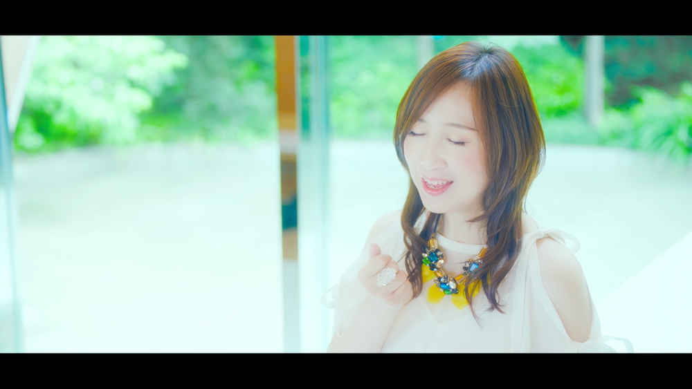 森口博子「蒼い生命」ミュージックビデオ場面写真