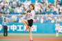 氷川きよし4年連続の神宮球場始球式、新曲「大丈夫」と「東京音頭」披露
